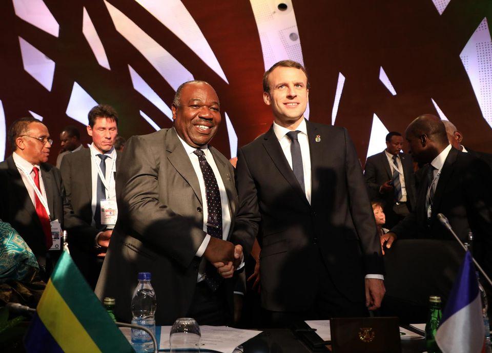 Emmanuel Macron et le président du Gabon, Ali Bongo, à Abidjan fin novembre. © Ludovic Marin. AFP