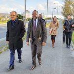 L'ambassadeur du Gabon en France, Flavien Enongoué et le maire de la ville Thouars, Patrice Pineau, sur le Boulevard de Port-Gentil. © Ambassade du Gabon