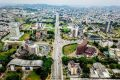 Jean-Marie Ogandaga vient d'accorder un ultimatum aux propriétaires des épaves de véhicules, commerces et toute autre construction privée à usage de logement, établis dans les cités administratives à Libreville. © Le Pratique du Gabon