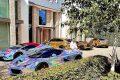 Pierre-Emerick Aubameyang exhibant ses plus luxueuses voitures, le 23 août 2020 à Londres. ©Instagram
