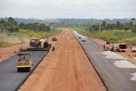 Selon Ali Bongo, le chantier de la Transgabonaise sera achevé en 2023. © D.R.