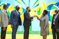 Le ministre des Sports Franck Nguema remettant officiellement les clés du plateau multisports de la SNI-Likouala au maire du 3e arrondissement Jeanne Ngobele, le 1 er octobre 2020. © D.R.