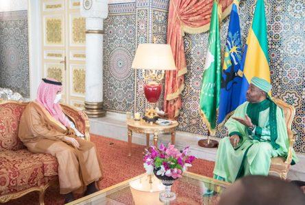 Moment d'échange entre le président Ali Bongo et le Prince Faisal bin Farhan bin Abdullah, le 28 octobre 2020, à Libreville. © Communication présidentielle