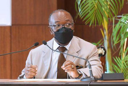 Ali Bongo s'adressant à l'équipe gouvernementale le 19 janvier. © D.R.