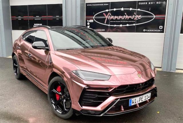 Voitures de luxe: Aubameyang colore sa Lamborghini Urus en rose chromé pour faire plaisir à sa femme
