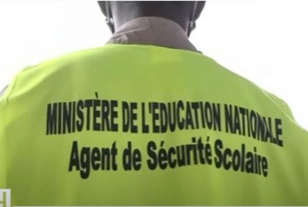Un agent de la Sécurité scolaire, à Libreville. © Capture d'écran/Gabon 1ère