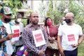 Artistes et partenaires sociaux lors de manifestation avec Christian Mermans Nansome (chemise carrelée), le 19 avril 2021 à Libreville. © Gabonreview