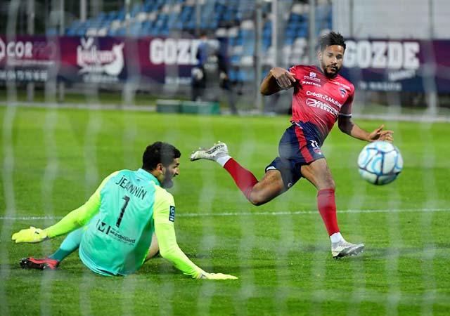 <b>Football</b> : Allevinah sera-t-il sacré meilleur joueur de <b>Ligue 2</b> le 15 mai ?