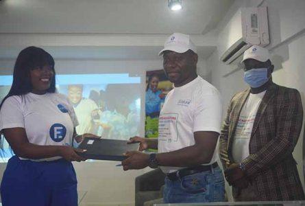 Nicholas Achiri et Shan'L après la signature de partenariat, le 19 juin à Libreville. © Gabonreview