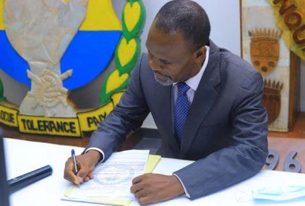 Annoncé le 21 mai dernier, le retour officiel de Frédéric Massavala Maboumba est effectif au PDG depuis le 18 juin 2011. © Facebook/pdggabon
