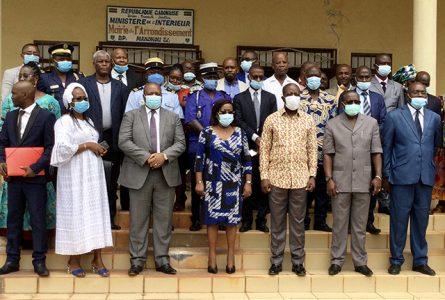 Photo de famille au terme du séminaire de sensibilisation à Makokou, le 24 juillet 2021. © Com. gouvernementale