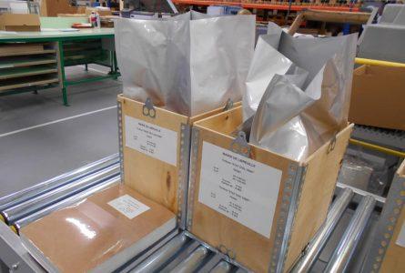 Un premier stock de 200 000 timbres municipaux prêt à être acheminé à Libreville. © Facebook