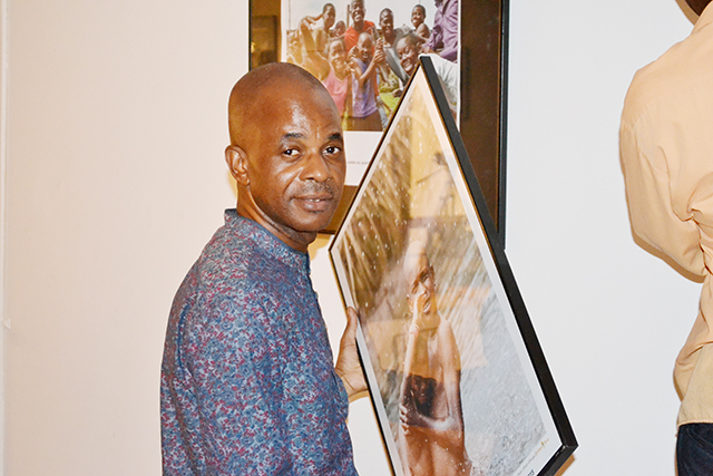 Desirey Minkoh, à l'ouverture de l'expo photo, le 23 novembre 2015. © Gabonreview