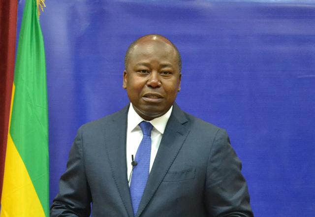 Alain-Claude Billie By Nzé, le 9 avril 2015 lors de la conférence de la presse à Libreville. © Gabonreview