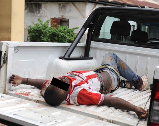 Bandits abattus par la police lors du braquage de la Base Antares d'Acaé - © Jordan/gabonreview.com