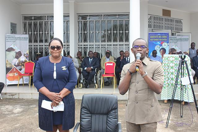 Bertille Andeme Obiang ep Moukaga et Renaud Allogho Akué, lors de la cérémonie d'installation officielle, le 10 septembre 2018, à Oyem. © Gabonreview