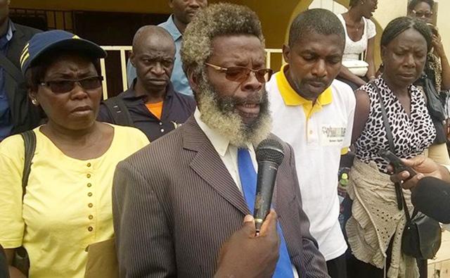 Simon Ndong Edzo (micro), le délégué général de la Conasysed. © D.R.