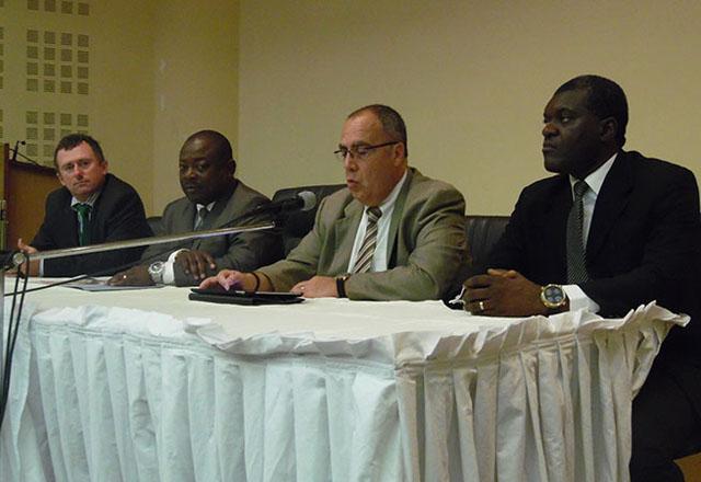 Les officiels à l'ouverture de la présentation du rapport dont Aimé Moudjiegou Moussavou et Pierre Lapaque (au centre) © Gabonreview