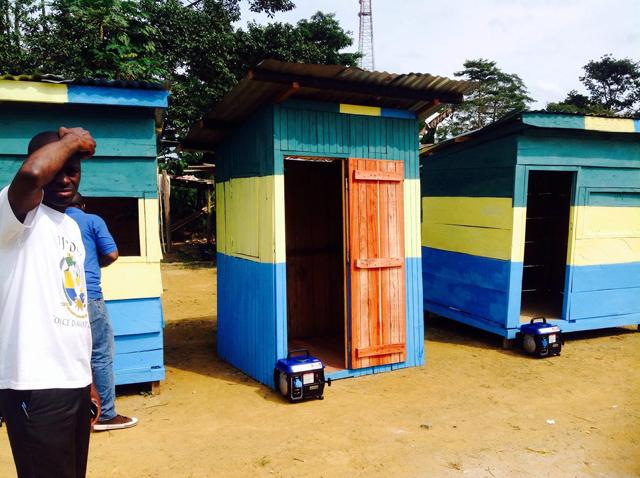 Les trois mini salons de coiffure «hi-tech» d'Eboro. © Facebook/Vivien Amos Makaga Pea
