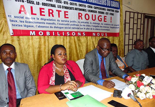 Les représentants la coalition des centrales syndicales nationales de travailleurs, lors de la déclaration, le 9 mars 2018. © Gabonreview
