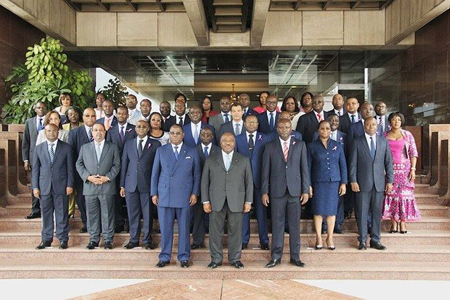 Le gouvernement Issozet dont les membres peaufinent actuellement la composition de leurs cabinets ministériels. © Gabonreview
