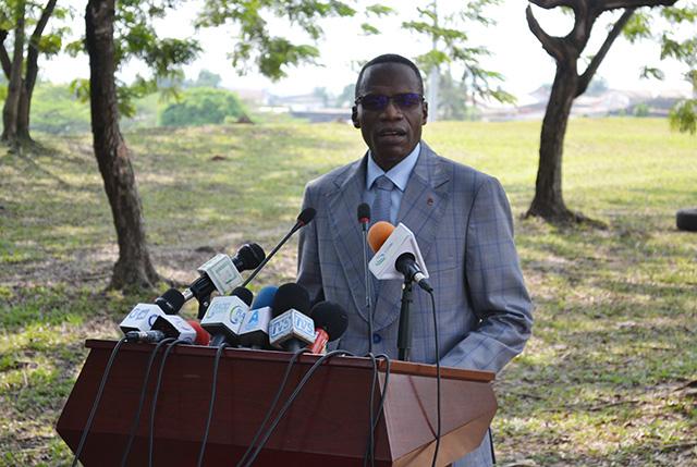 Lambert-Noël Matha face à la presse le 13 juin 2018 à Libreville. © Gabonreview