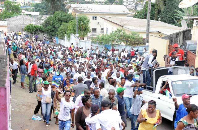 Manifestation à Cocotiers suite à l'appel d'André Mba Obame et de l'UN - © Joredan/Gabonreview.com