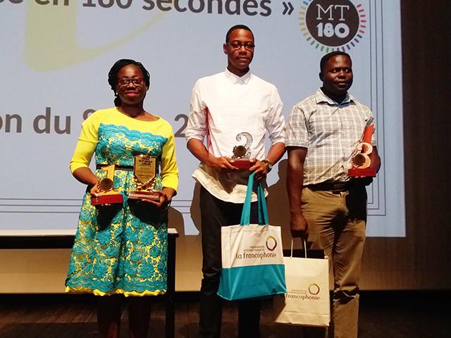 Noé Patrick M'Bondoukwe, Igor Akedengué et la lauréate Achtone Christy Nkollo Aganga, le 8 juin 2018 à l'IFG (Libreville). © Gabonreview