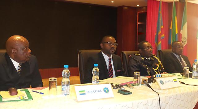 Les officiels à l'ouverture de la réunion des généraux des services de sécurité et de renseignement sur la lutte contre le terrorisme. © Gabonreview