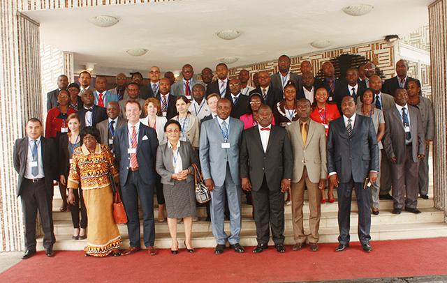 Photo pour la postérité des participants à la conférence sous-régionale. © Gabonreview