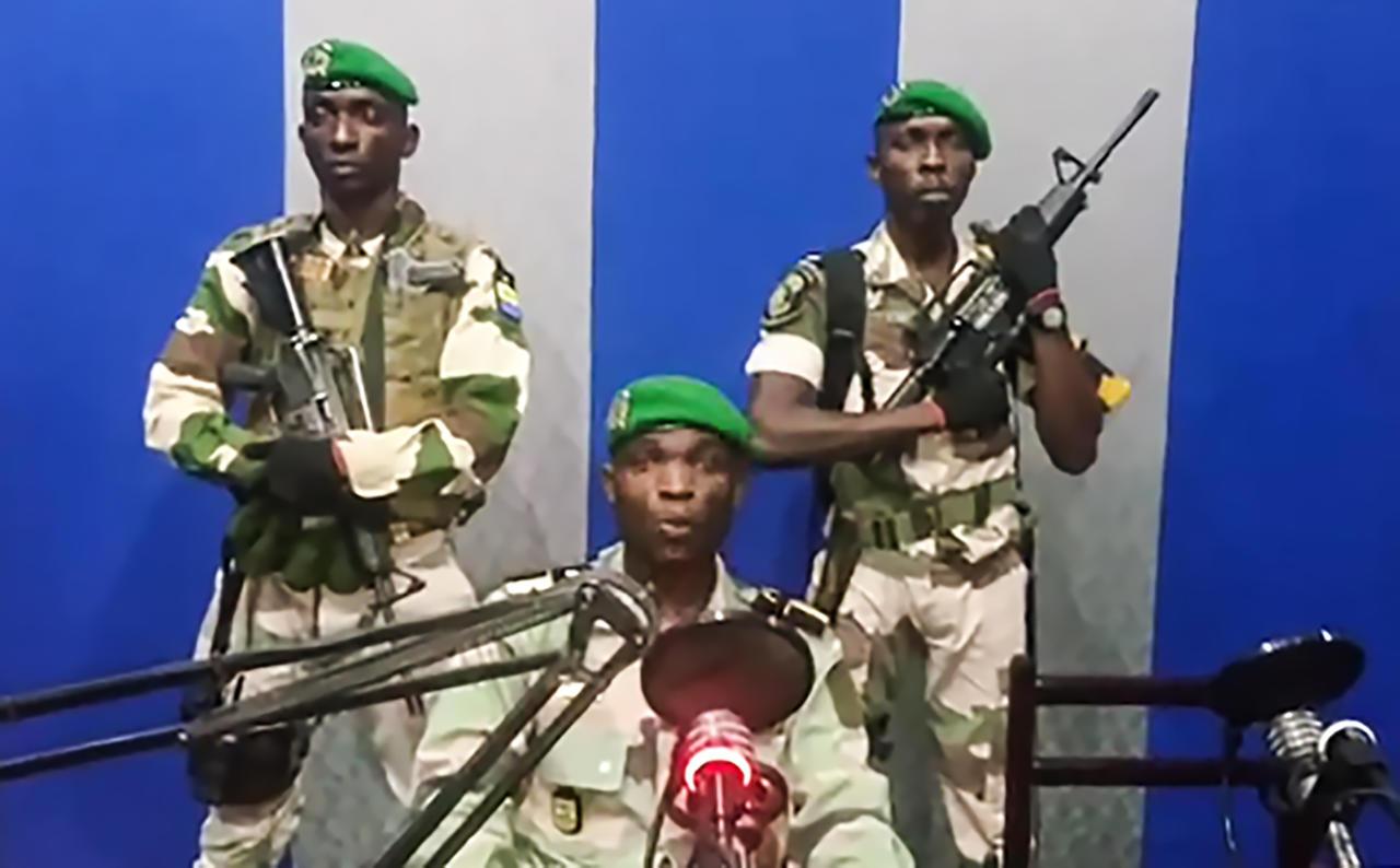 Comme de nombreux compatriotes, les putschistes du 7 janvier ont certainement rêvé d'une clarification rapide sur l'état de santé d'Ali Bongo. Seulement, les zigzags des institutions ont fini par leur faire craindre le pire. © Gabonreview/Capture d'écran YouTube